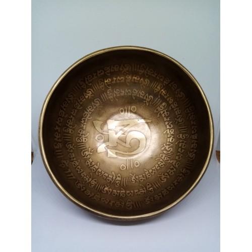 """Гравирана лечебна тибетска пееща купа  """"Ом мани падме хум"""" 800 гр."""